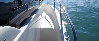 Access walkway & access to foredeck