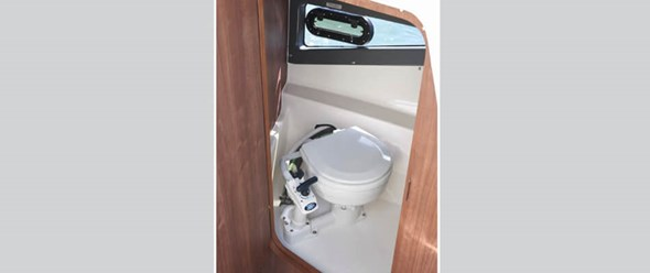 Enclosed sea toilet