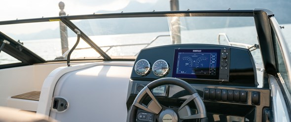 "Stylish windshield and ergonomic helm station. With instrumentation and mounting space for a 9"" GPS/Chart plotter."