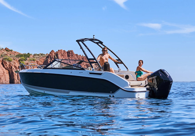 New Activ 675 Bowrider: in touch with the water